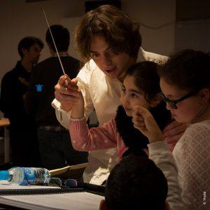Jérémie Rhorer et le Cercle de l'Harmonie fêtent cette année la musique avec les enfants du Centre d'hébergement d'urgence Magenta Aurore